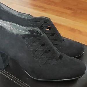 AEROSOLES Heelrest Black Suade  heels